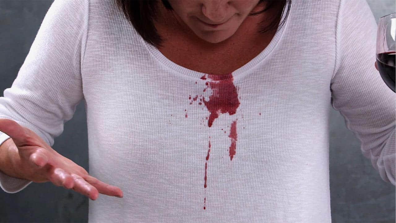 كيفية إزالة بقع الدم من على الملابس